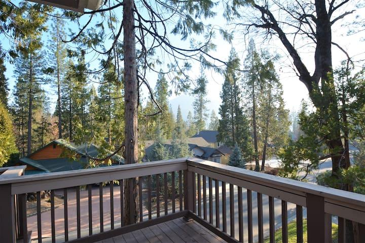 BLE03 - Large Home in Bass Lake Estates - Near Yosemite National Park