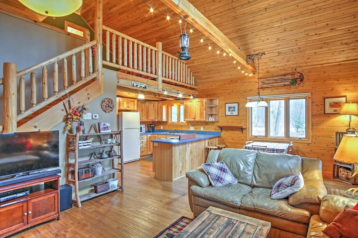 Remote Pentwater Cabin w/Wooded Views Near Town!