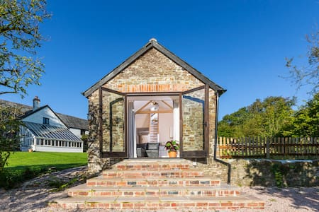 Fabulous farm stay - Buttermilk holiday cottage