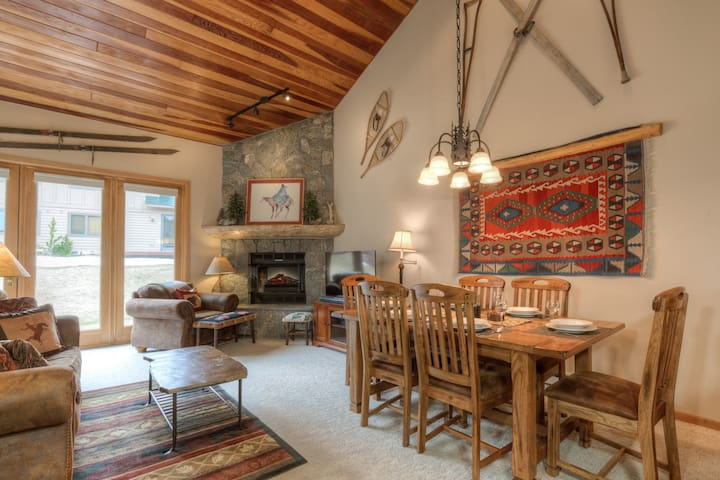 Xmas availability-ski in/out condo w/sauna room!