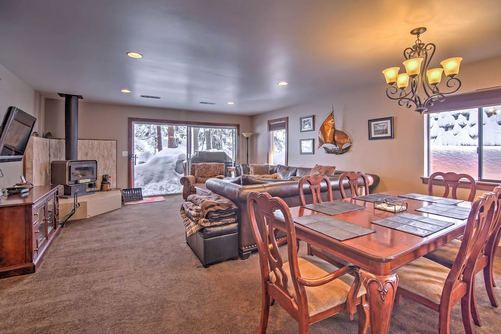 With an open-concept layout, this home is great for entertaining and socializing.