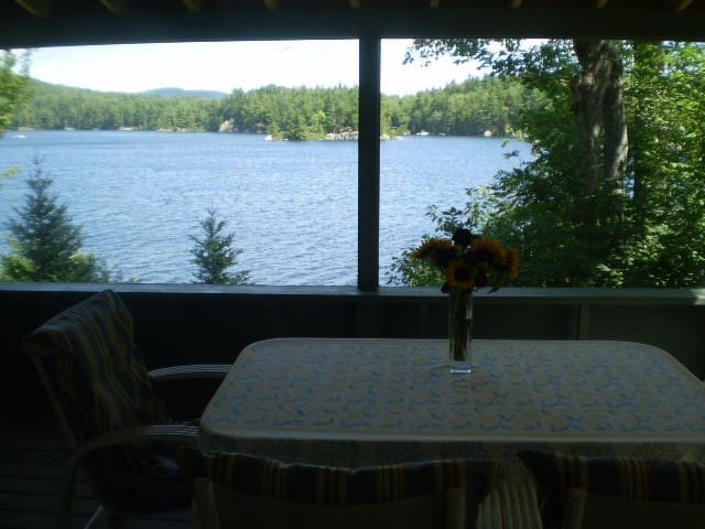 Sunapee area idyllic lakeside cottage on Sand Pond - Marlow - Huis