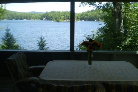 Sunapee area idyllic lakeside cottage on Sand Pond