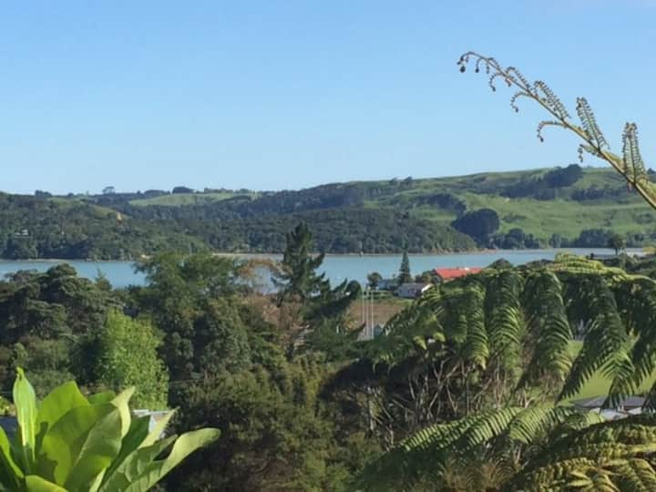 Raglan Beauty. Sun, Views, Nature - Walk to Town