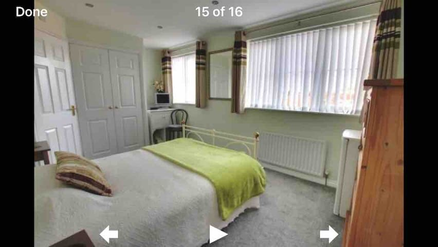 Spacious En-suite Double Room - NON SMOKERS ONLY
