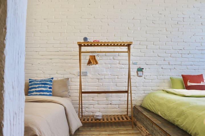 稻城  一束阳光     和煦阳光套房  (茶室+1.5米床+2张1.2米床)