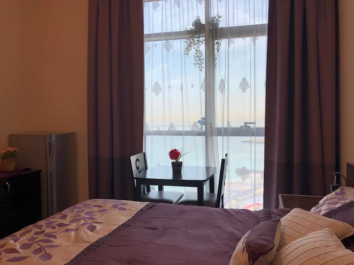 cosy Studio for 2 persons with full sea view/Ajman