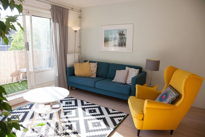 Sunny apartment close to the center of Amsterdam