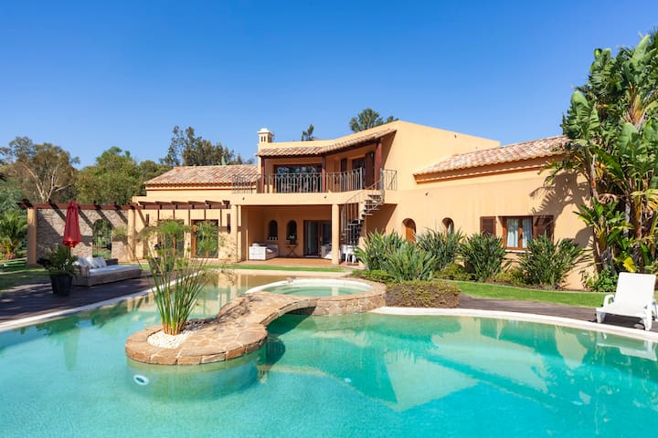 Villa Harmony - Stunning 4 Bedroom Villa with gorgeous pool, located in Penina Golf Course.