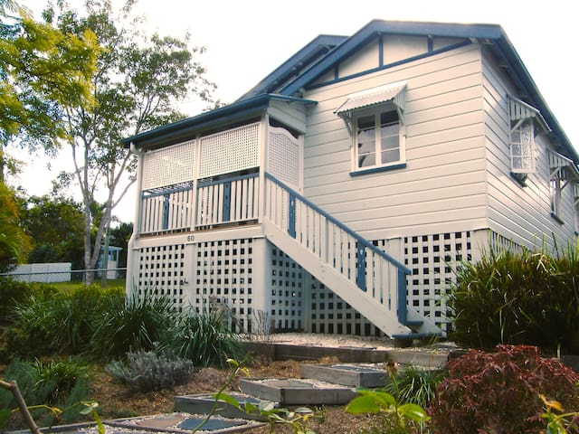 Beautiful 2 bed Queenslander with AC close to CBD - Ashgrove - Huis