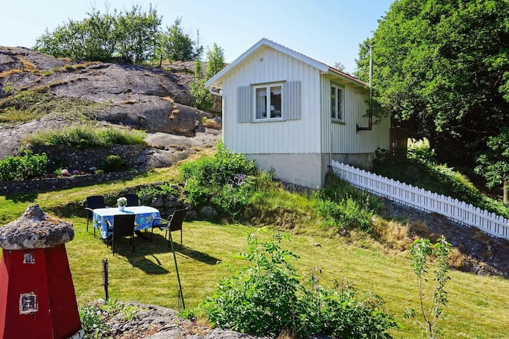 5 person holiday home in KÄLLÖ-KNIPPLA