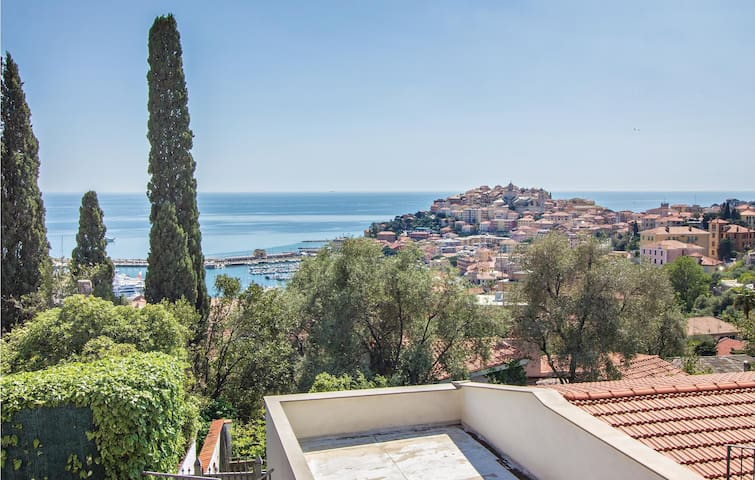 Holiday apartment with 2 bedrooms on 80m² in Imperia IM