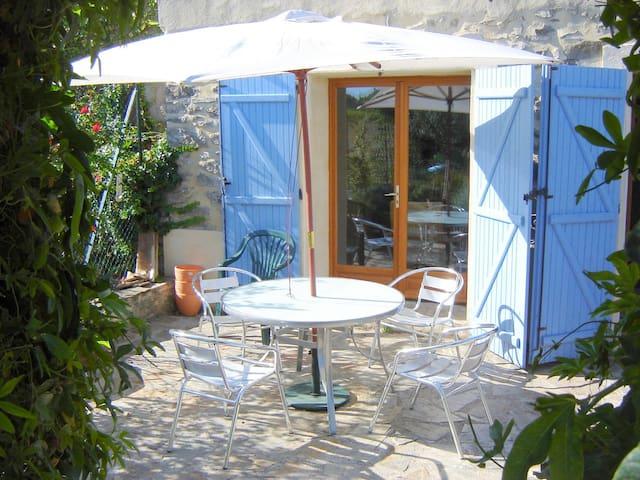 The Ivy House - Oupia - Villa