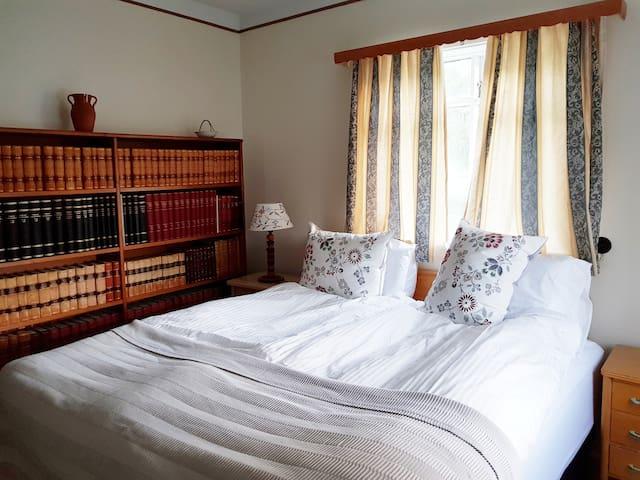 Bedroom, downstairs