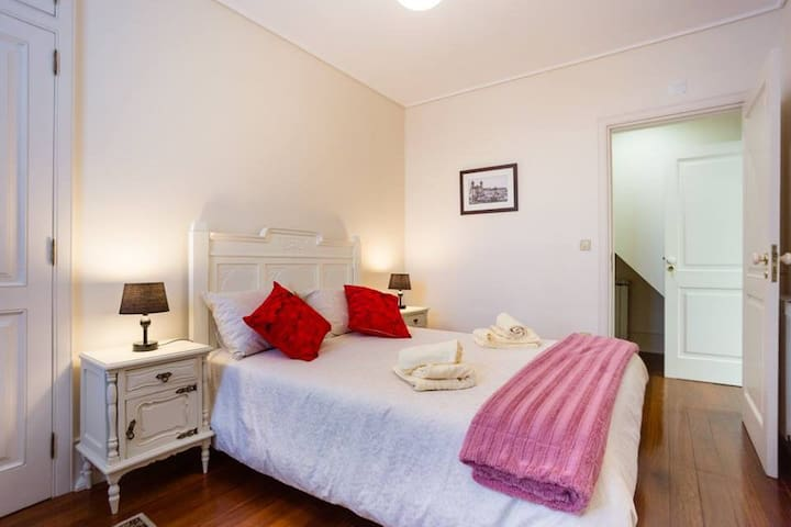 Violets Room - Old City Guest House