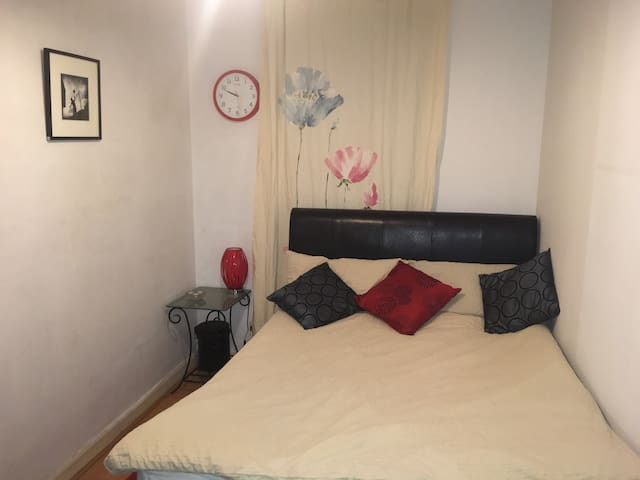 Double Bed in a very central and cosy flat