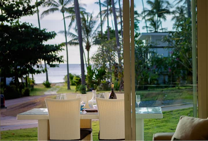 Luxury 2-bed. Exclusive area, pool & private beach