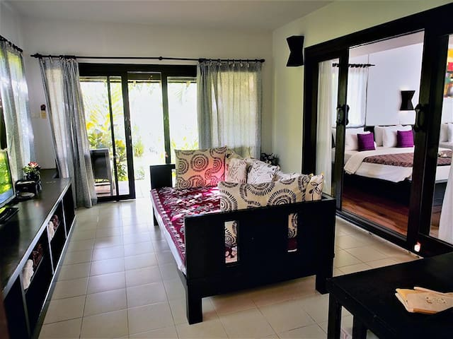 Living Room with 1 day bed