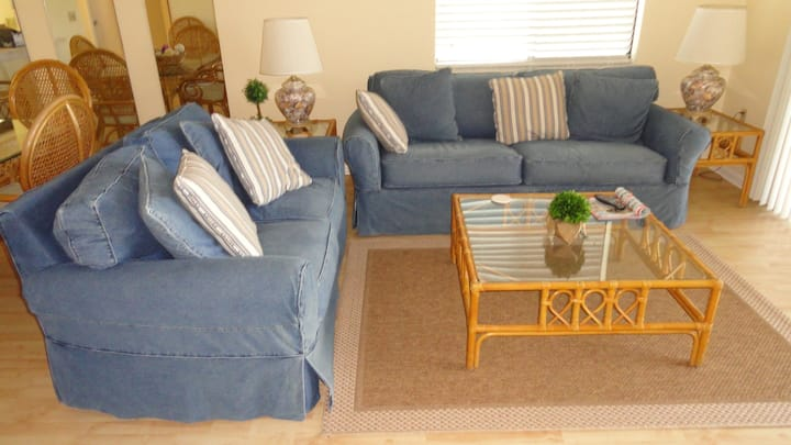 Low Rates - Well maintained, 2/2 Pool,Beach,Tennis