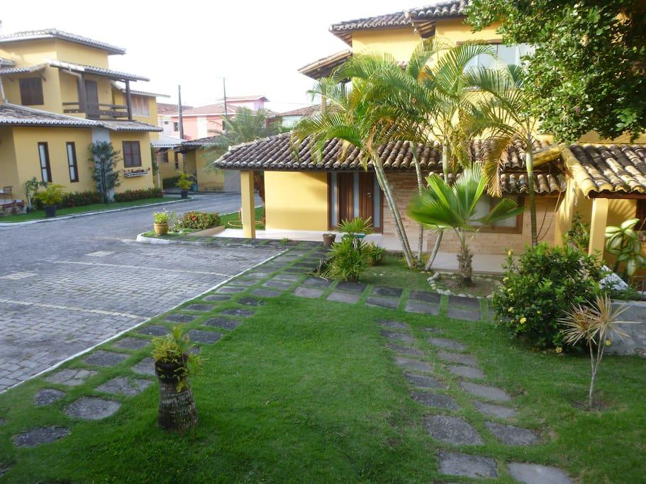 vista lateral da casa e condominio