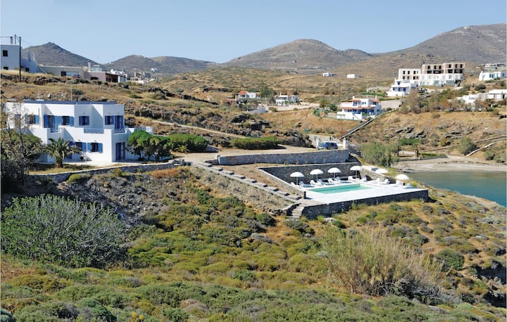 Beautiful home in Ampela, Syros with 6 Bedrooms