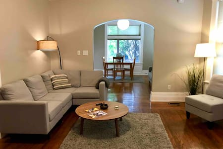 Apt in historic house close to everything +parking