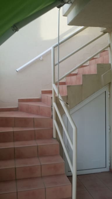Escalera interior al atico