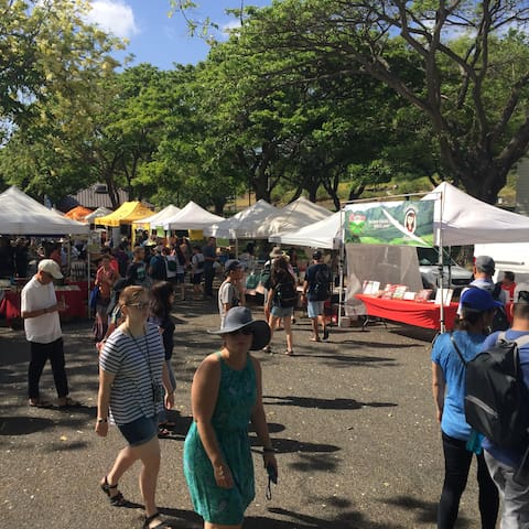 less than 10 minutes to DH open market every Saturday.