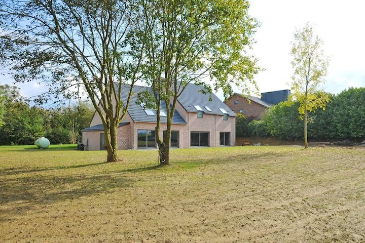 Gezellige villa in Somme-Leuze met een privézwembad en sauna