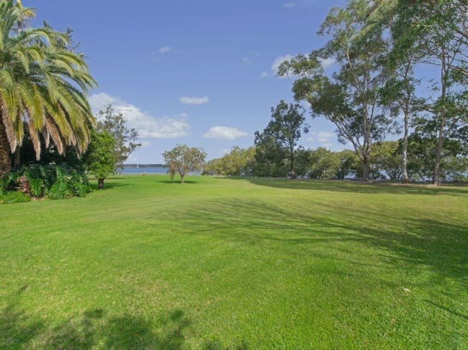 Backyard - great for cricket, Volleyball and Picnics.