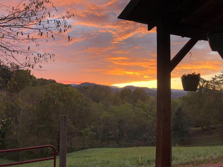 Sunset Cottage with Beautiful Blue Ridge Views