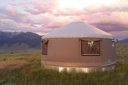 Elks Edge Yurt in Paradise Valley Montana