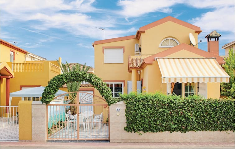 Terraced house with 3 bedrooms on 85 m² in Torrevieja