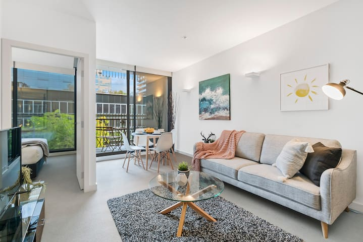 Settle in to STYLISH central Pad *WIFI PARKING GYM