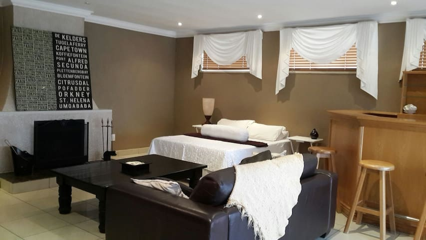 A large self catering unit - Johannesburg South - Hus