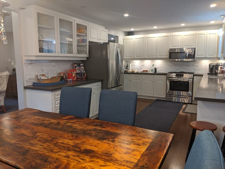 Stunning Oakville Home Away From Home for You