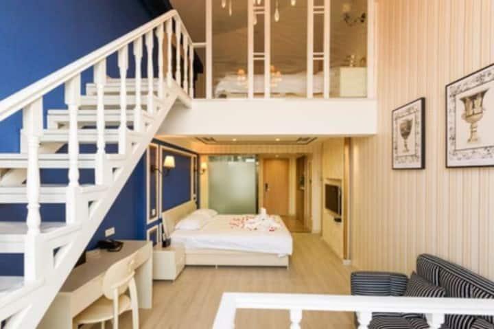 奥体中心万达广场桃仙机场豪华复式loft飘窗双床家庭房