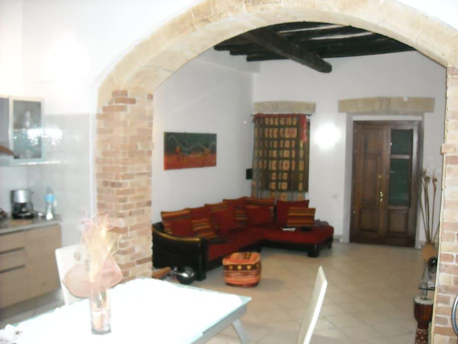 L'ingresso e il salone