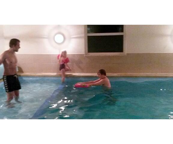 Stort sommerhus med pool. - Væggerløse - Cabin