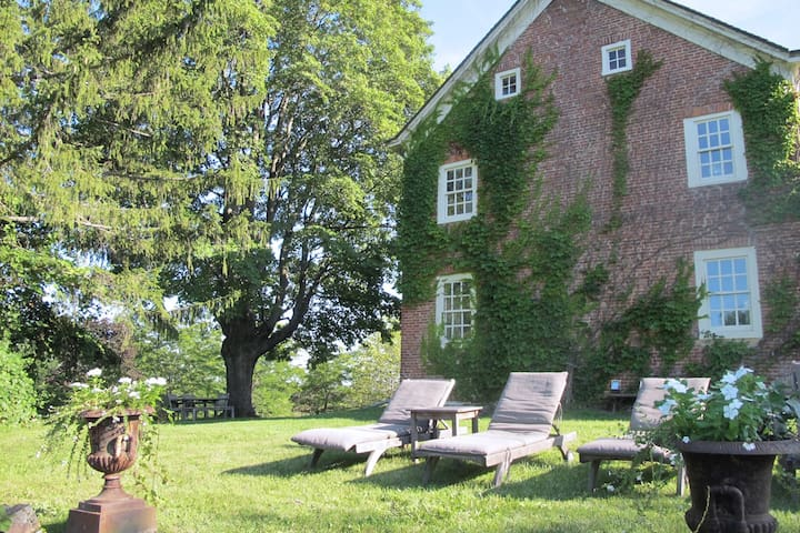 A Room for 2 with a View - Coxsackie - Huis