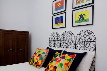 """""""Pop Art"""" double bedroom - Fuseta - Huis"""