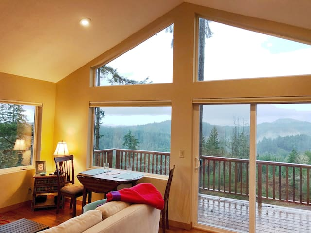 Cabin with Stunning Views for Getaway or Retreat