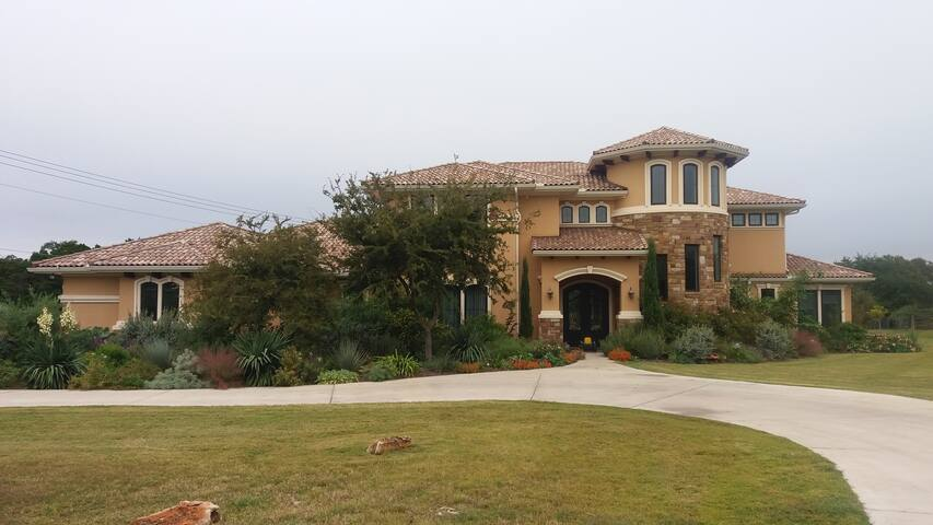 Luxury Estate on 3 acres