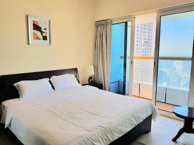 Lux En-suite room w/balcony Beach&Marina Views