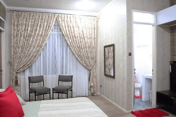 Tinggal Standard Raya Puncak 82 - Cisarua - Chambre d'hôtes