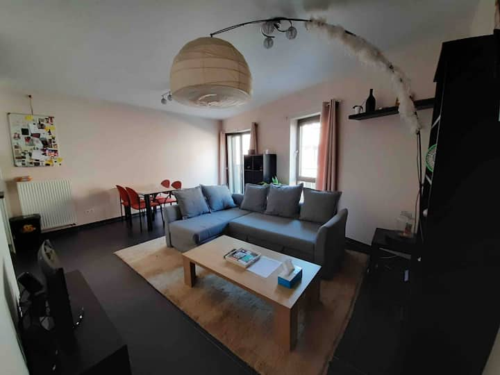 Home: Cosy Modern Flat near Center + Free Parking