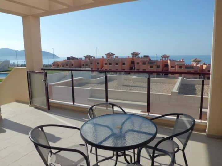 Fabulous 2 bed family apartment with sea views