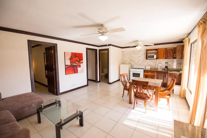 DTOWN JACO 2BEDROOM APT 50YRDS2BEACH A/C GR8 WIFI