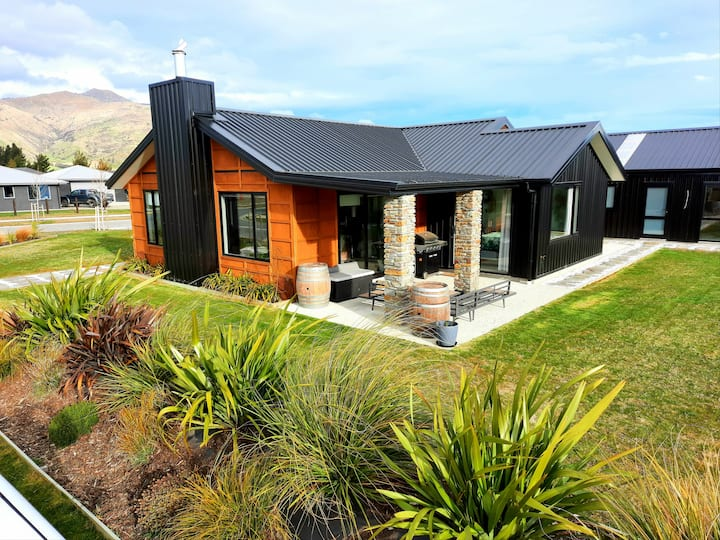 Cozy Hawea Home. Massive Bathtub. Holiday Heaven