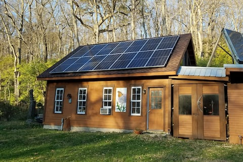 Spring Lea Loft Apt - for Nature Lovers - GoSOLAR!
